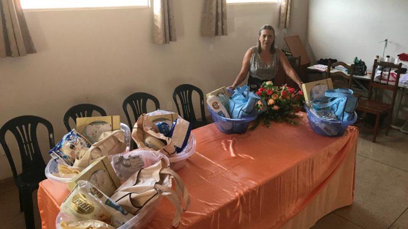 Primeira-Dama realiza entrega de Kit bebê